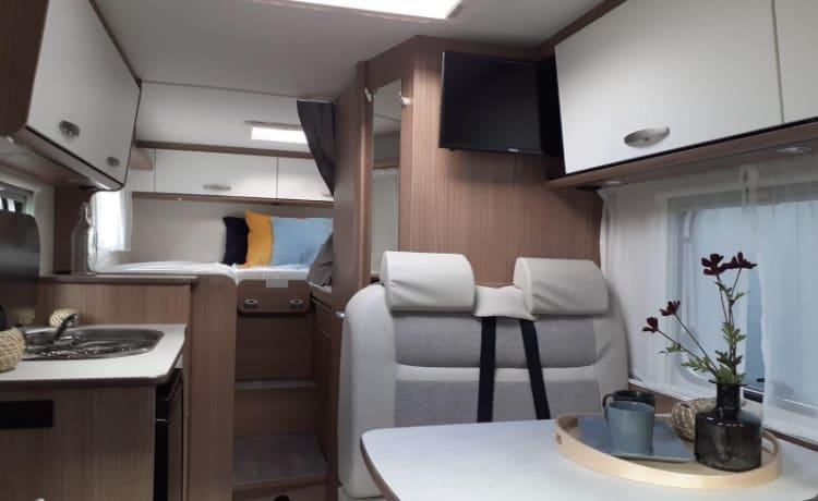 Camper 7 – Compact Carado V337 length beds