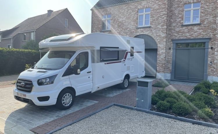 Brand new spacious 6 person motorhome with all the luxury
