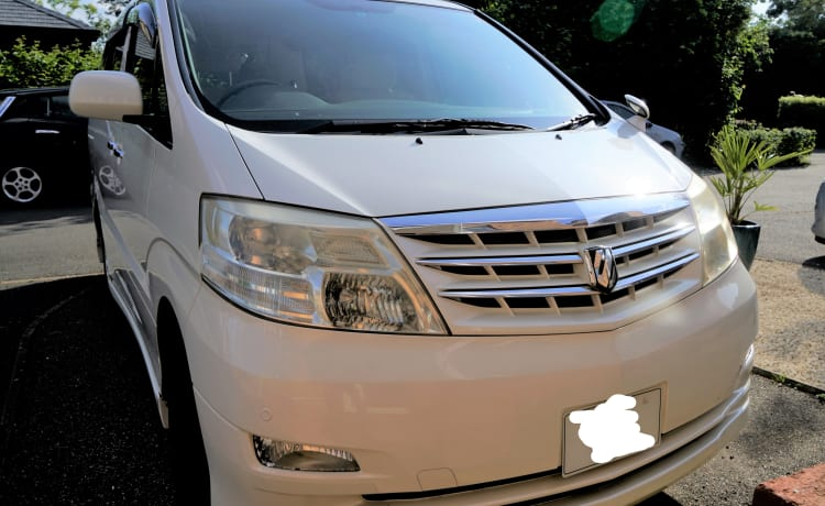 White Camper – Toyota Alphard Family Campervan per il tuo soggiorno