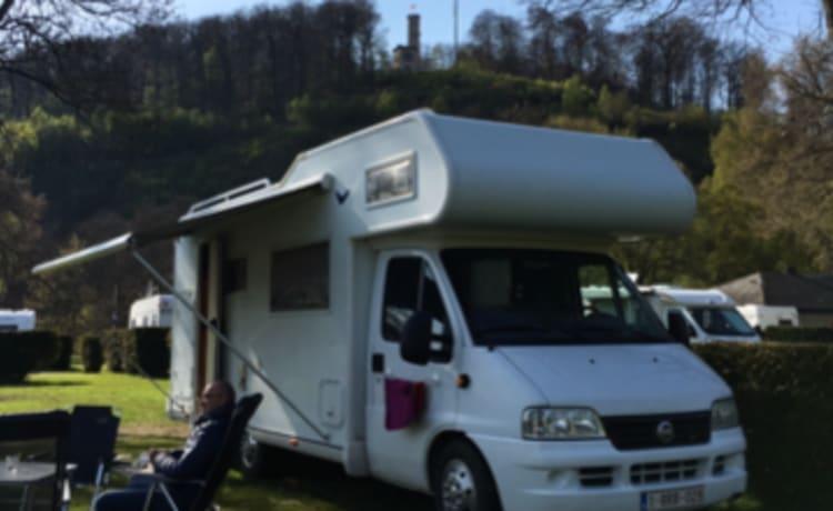 Een fijne familie camper – Camper Pilote 7 pers.