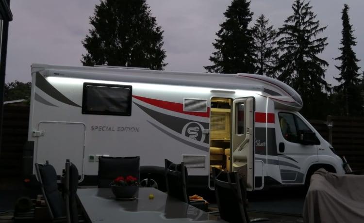 Luxe Elnagh T-loft 591, dieselmotor 150 pk, manueel, rijbewijs B