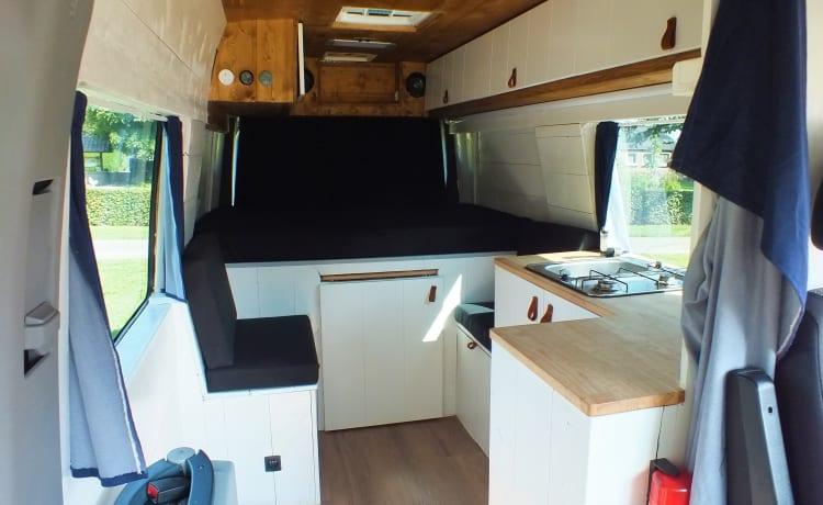 Co-Camper – Mercedes-Benz sprinter met houten interieur