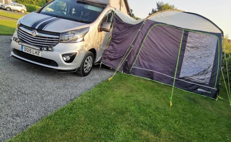 BIG BAD – Opel vivaro campervan, professionele ombouw.
