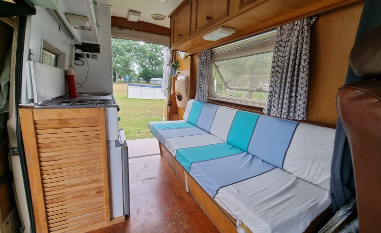 Pareltje – On an adventure with a homely campervan from 1984?