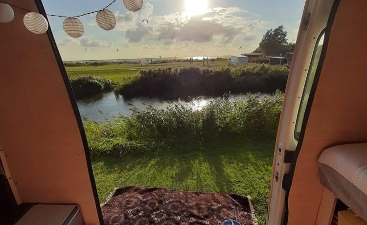 Hippiebus – Handgemaakte echt mooie hippievan met zonnepanelen