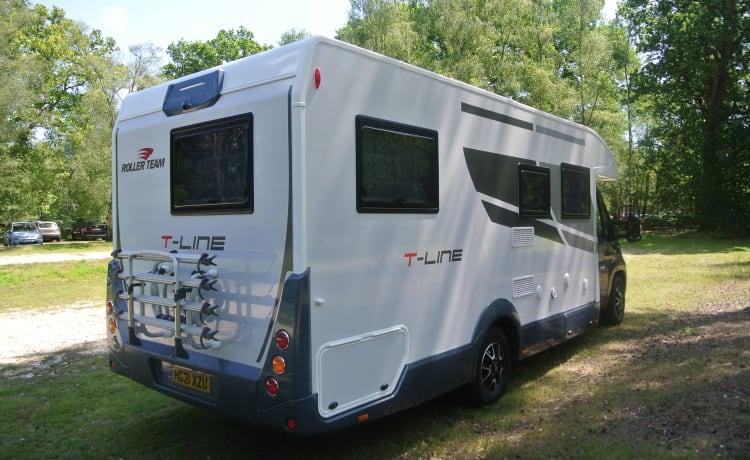 Brand New Luxury Rollerteam T-Line 743