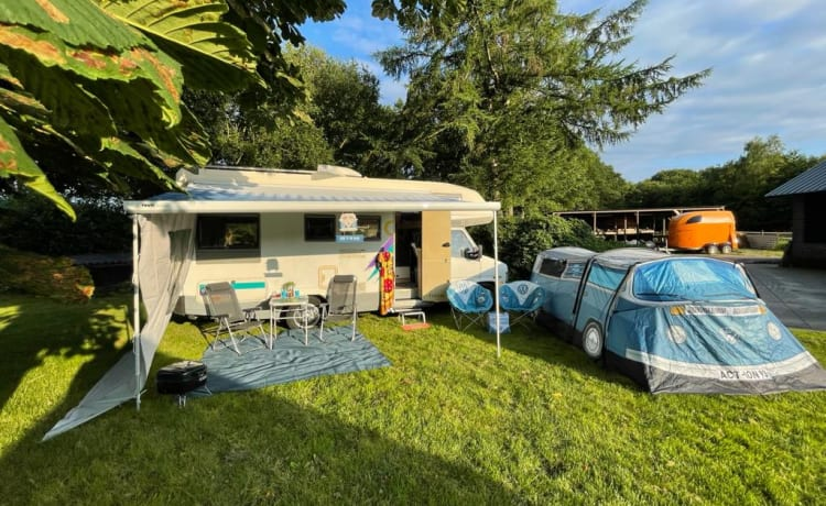 Wouzie knaus  – Trendy family camper for 5 people with air conditioning in Drenthe