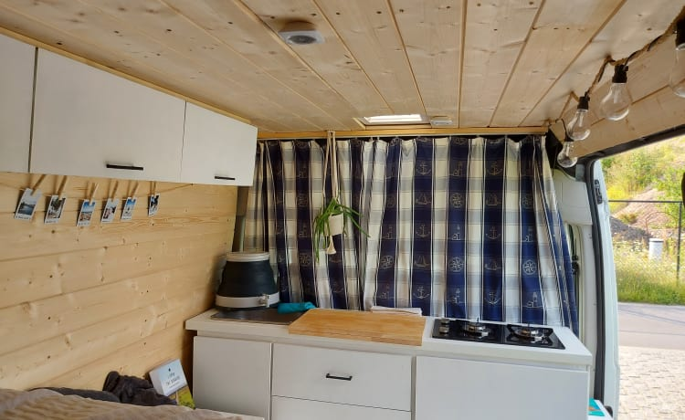 Nanea – cozy and compact surf and adventure bus