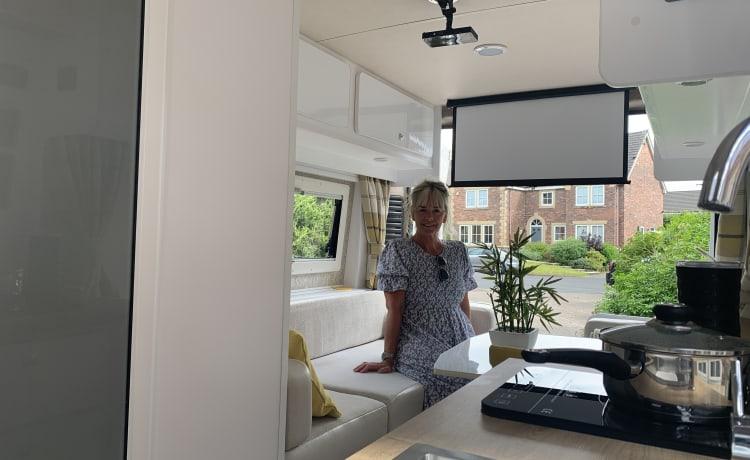 Lydia J – Gloednieuwe luxe Citroen Relay Conversion 2021