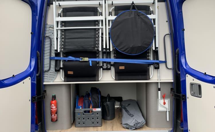 Ninetyfour – Modern 2 person bus camper