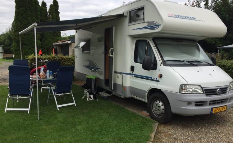 Nette ruime Adria Familie camper
