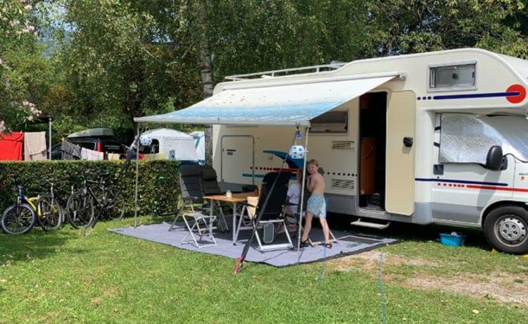 Adriatic Coral Alkoof 660 – Bellissimo camper spazioso di lusso con motore potente e 2 letti matrimoniali fissi