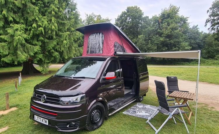 Katie-M – Beautiful VW T30 camper van in Blackberry sleeps 4