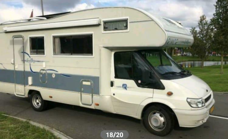 Home on wheels  – Mooie zeer ruime familiecamper Ford Rimor 678 6 persoons