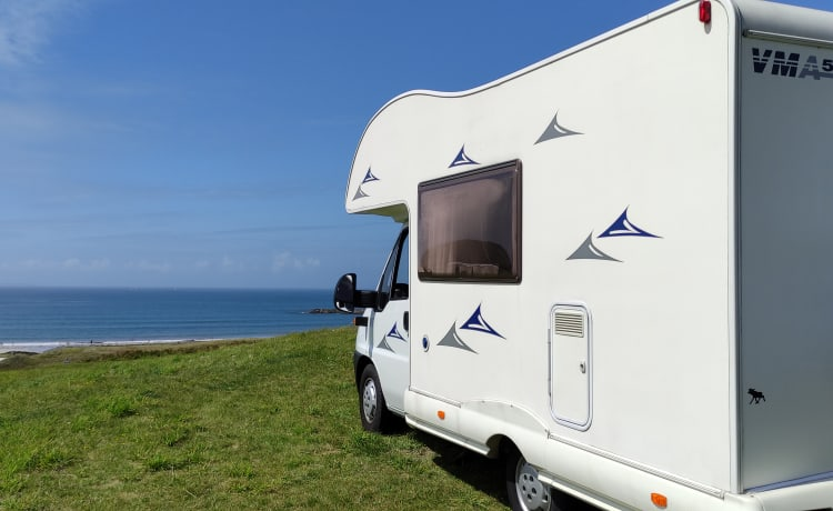 Nice compact camper with spacious kitchen