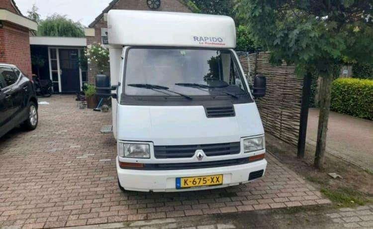 Te huur een Renault Master uit 1995 met 4 slaapplaatsen.