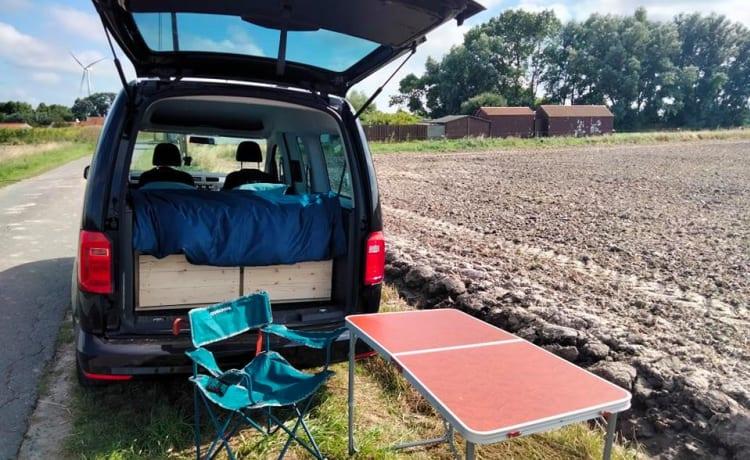 Volkswagen Caddy maxi conversion camper