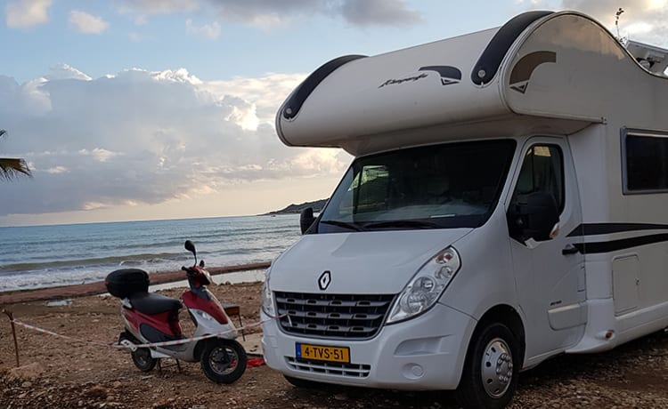Family Traveller – Family camper / 7 sleeping places / Luxury version / Automatic