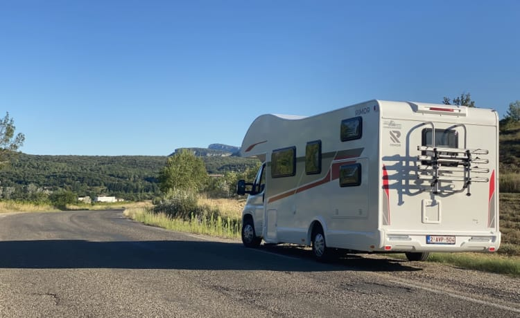 6p mobile home (new 08/'21!) with fixed beds and spacious sitting area