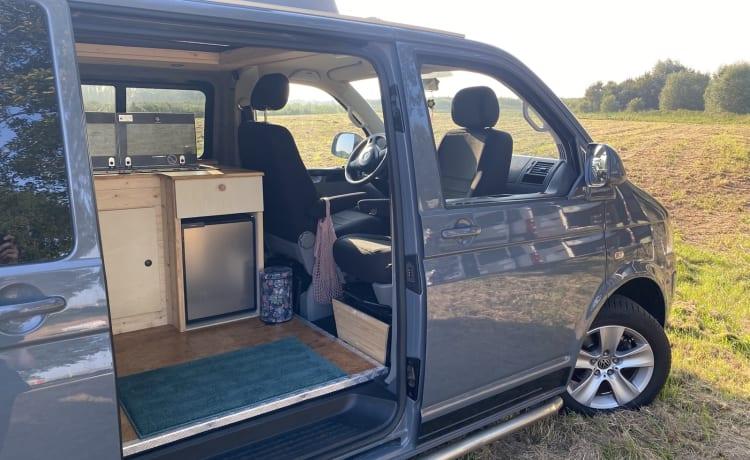Nellie – Camper per autobus VW T5 ricco di atmosfera e completamente arredato
