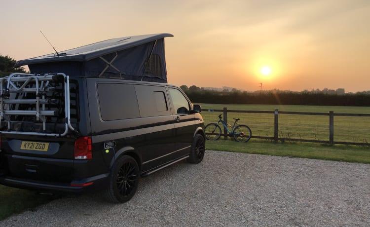 Seymour  – Luxe Volkswagen T6.1 high-spec ombouw camper van 2021 (4 slaapplaatsen)