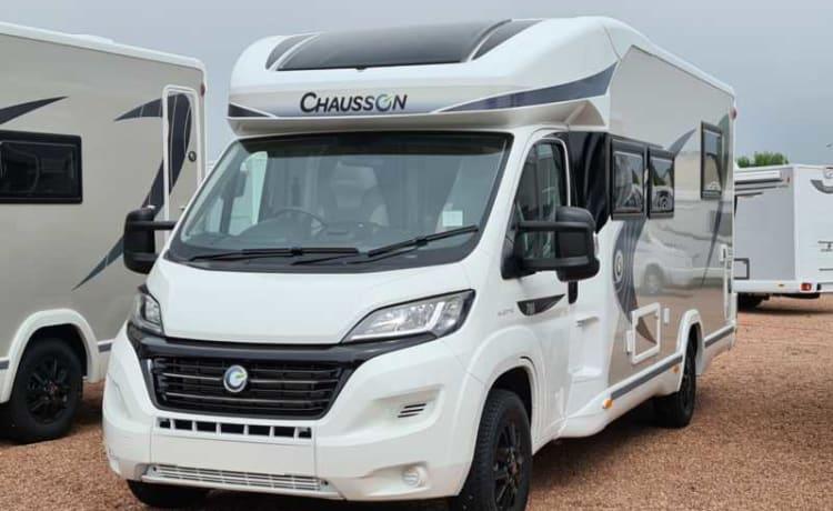 Nessie – Gloednieuwe 2021 Luxe Chausson 788 Motor Home Automaat (Nessie)