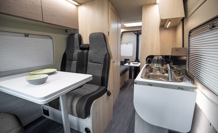 Rabbie – Gloednieuwe 2022 luxe Fiat Expedition 67