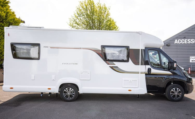 Bonnie – Brand New 2022 6 Berth Luxury Motorhome