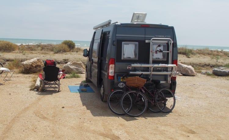 Free Camper – Gemakkelijk te rijden en te parkeren