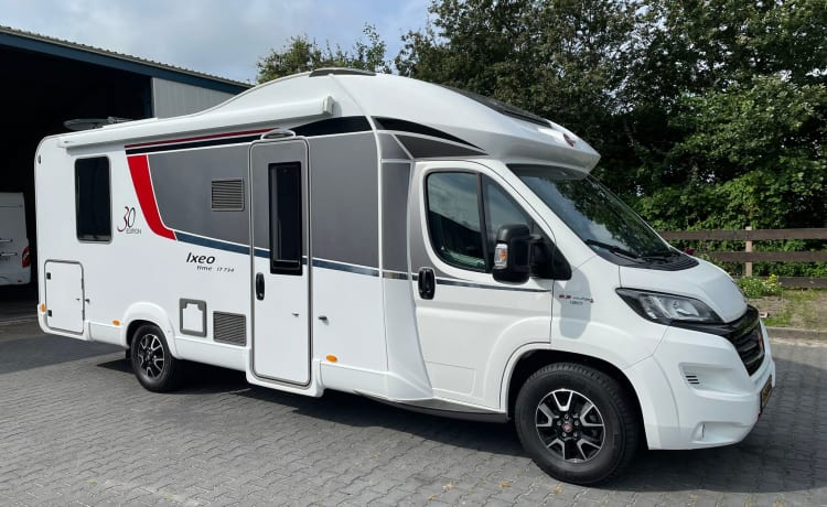 Burstner Ixeo – Beautiful, spacious camper with spacious queen-size bed and pull-down bed