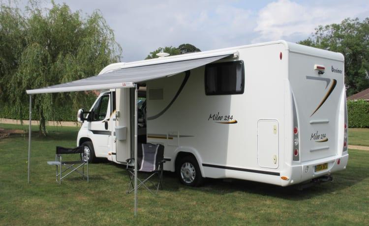 Moderne luxe 5-persoons Benimar camper