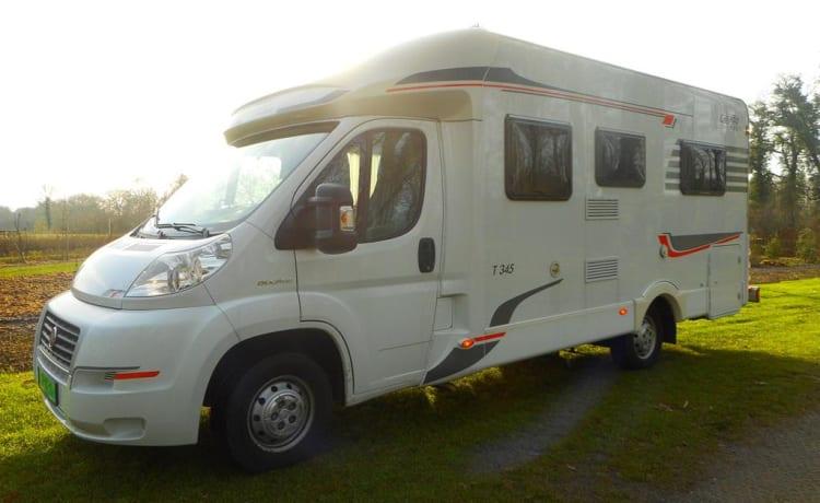 Bel camper Fiat spazioso per 2-4 persone