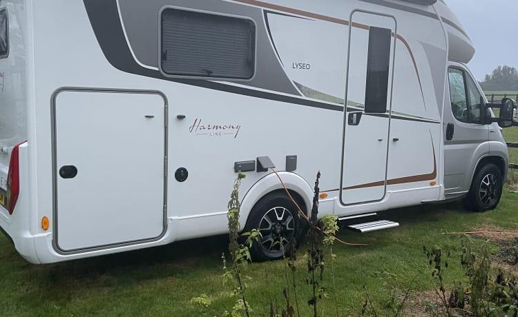 Buertie – Nieuwe 4 persoons camper