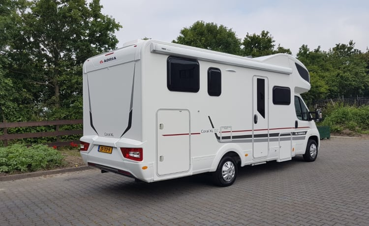 xl – Zeer ruime camper met o.a. airco in woongedeelte en volledige inventaris