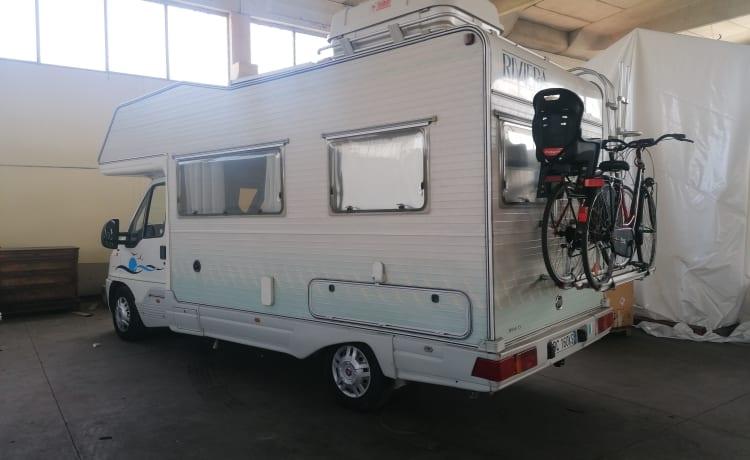 Gianluca – Super-equipped camper