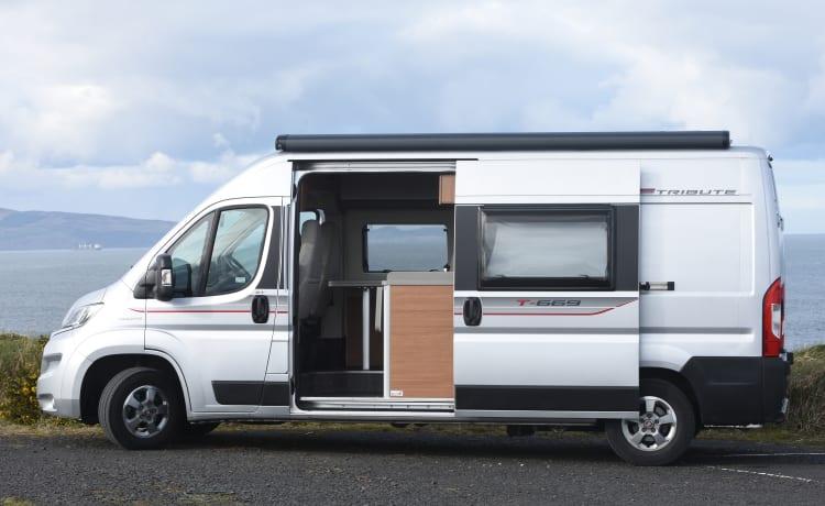 Acer – Delux campervan met toilet/douche. 4 slaapplaatsen reizen 4