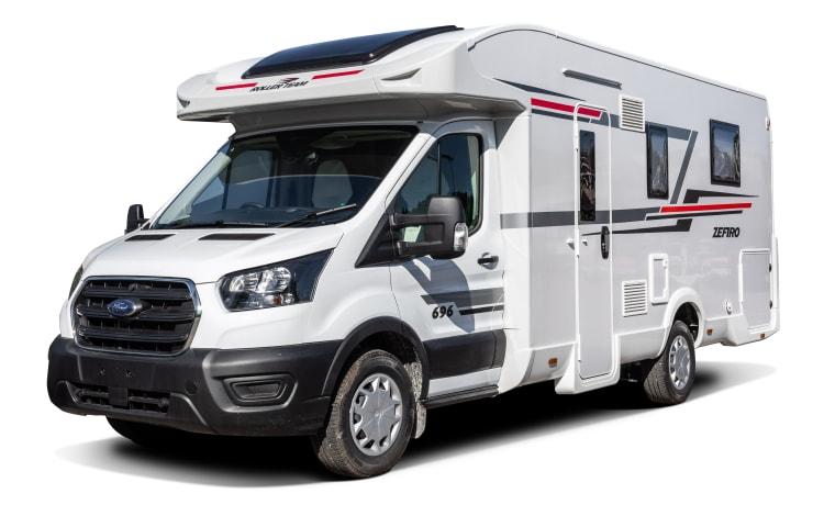 Cruz – Camper – 4 slaapplaatsen – Reizen 4