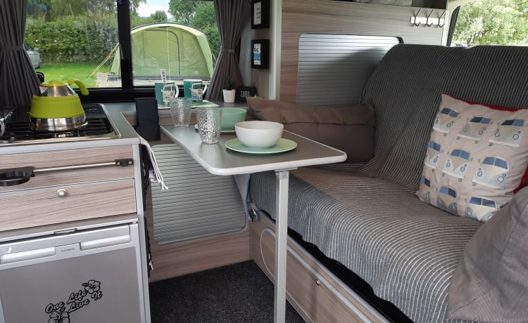 Sylvia – Luxe VW T6 campervan in West Yorkshire Engeland