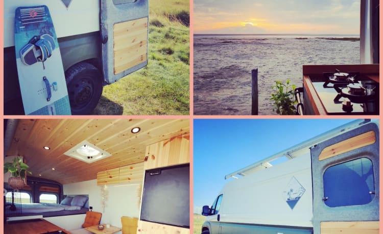 Super sfeervolle & avontuurlijke off-grid roadtrip camper!