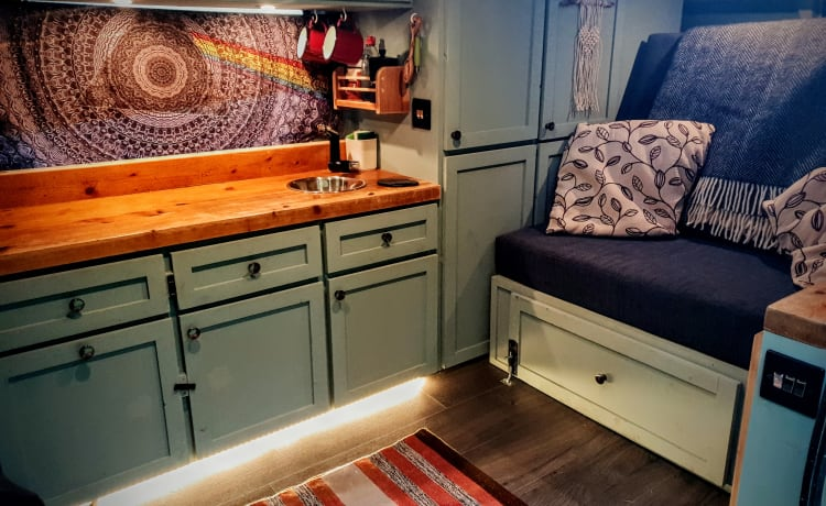 Roger – BEST Cosy and Stealthy Camper!
