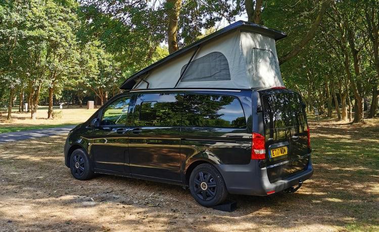 Camper Mercedes pop-up con ampia cucina + WC