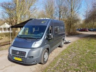 Super rijdende en comfortabele compacte camper, ook wel buscamper genoemd.