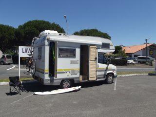 Kompakter, vollständiger und komfortabler Peugeot-Camper für 4 Personen