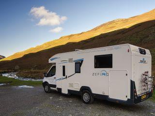 Zefiro 696  – Luxe 5 Berth met een aparte slaapkamer en een eigen badkamer