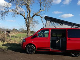 Sky – A beautiful VW T5 campervan (based in Surrey, close to M25)