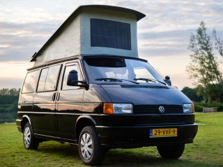 Stevie – Volkswagen T4 with lifting roof
