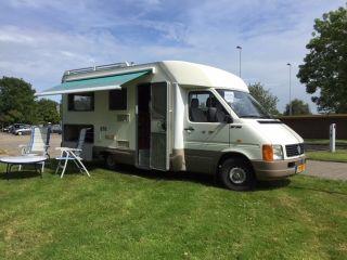 Menage Witmarsum Camper – Ruime, Luxe 4 persoons Camper, sterke zuinige motor, vakantieklaar.