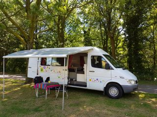 Happy Sprinter! – Neat, simple Mercedes Sprinter bus for happy campers (2 pers.)