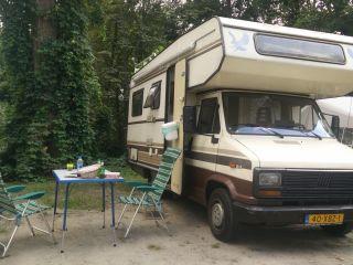 Leuke alkoof camper uit 1985 voor 5 personen