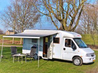 Luxe & Complete Dethleffs Camper met luifel